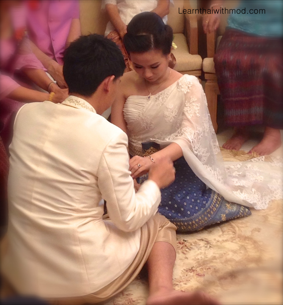 The groom is giving Sapphires bracelet and necklace to the bride.
