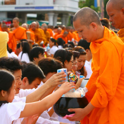 How do Thai People Celebrate New Year?